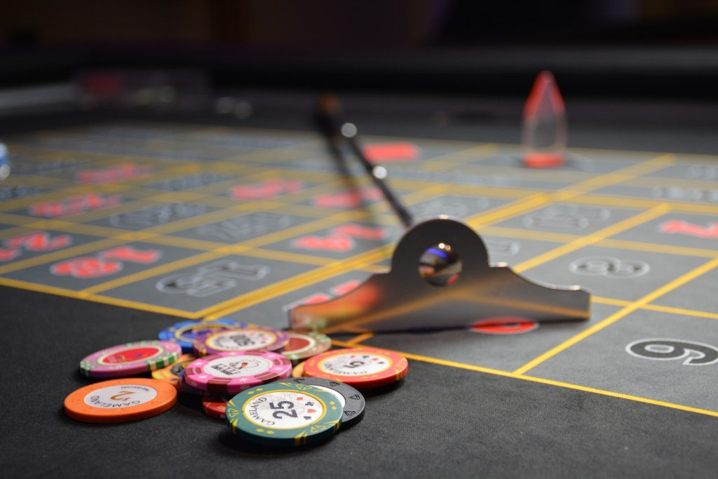 roulette_table_and_chips